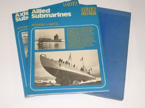 AXIS SUBMARINES / ALLIED SUBMARINES : WW2 FACT FILES (Watts 1977)
